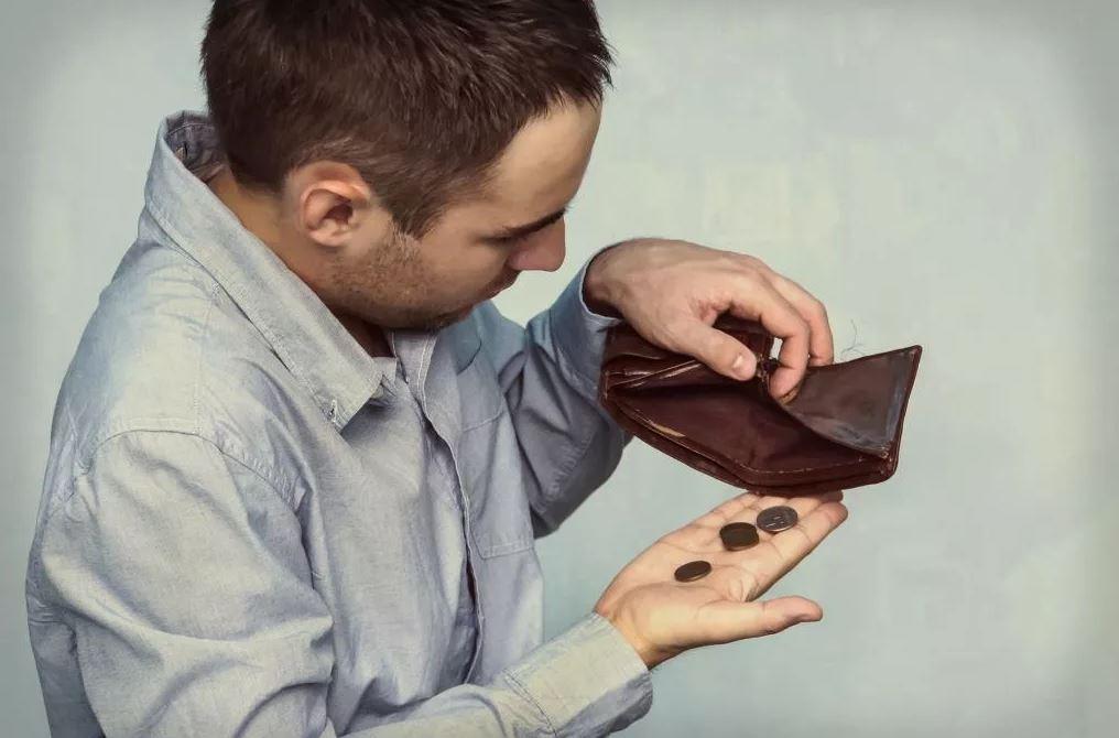 «А ты мне можешь одолжить хоть десять тысяч рублей, я заработаю — сразу отдам?» — попросил жених