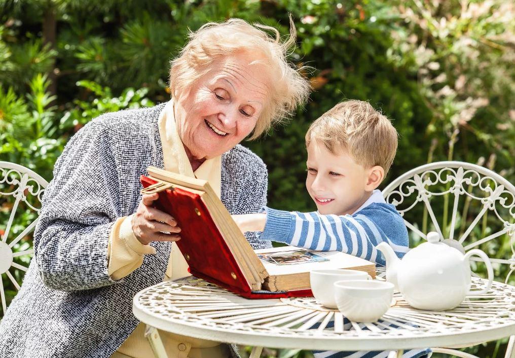 Бабушка потребовала денег на содержание внуков на даче. Пусть отчитается о тратах?
