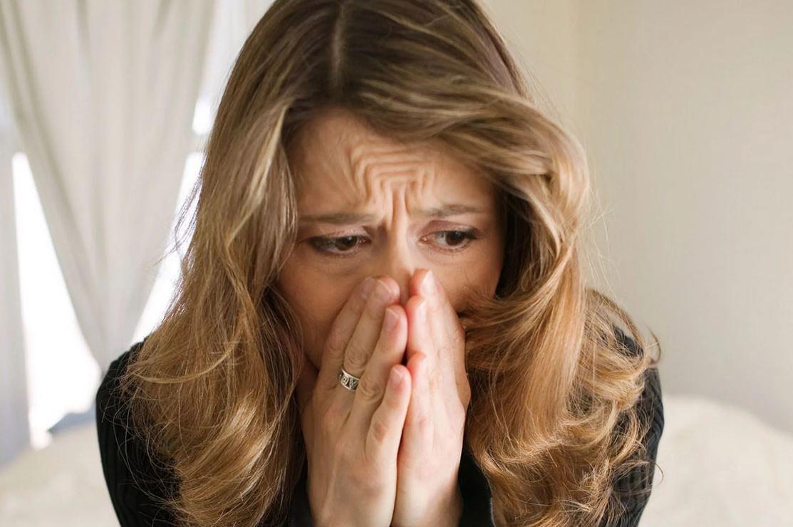 Держаться за мужа и пытаться сохранить пошатнувшийся брак в наше время стыдно и непрестижно?