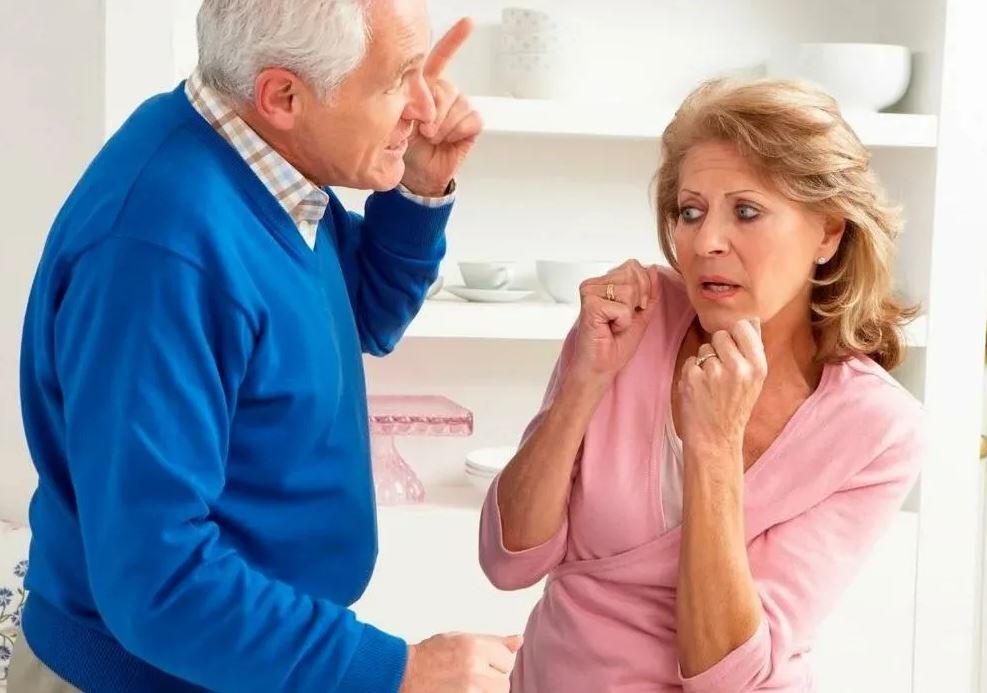 Дочь приехала в гости и рушит семью родителей: «Мама, разводись, ты достойна большего!»