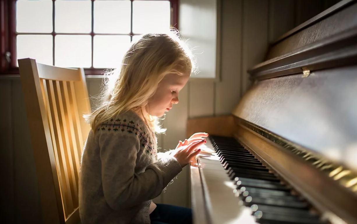 «Испортить все детство музыкалкой», или пусть спокойно лежит на диване и тупит в телефон?