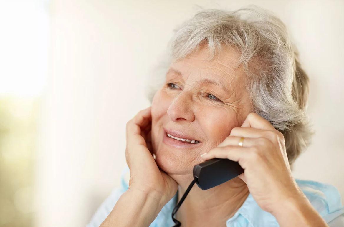 Купили маме квартиру, перевезли из региона, чтобы она помогала с внуками, но помощи не дождались: «Хоть увози ее назад!»