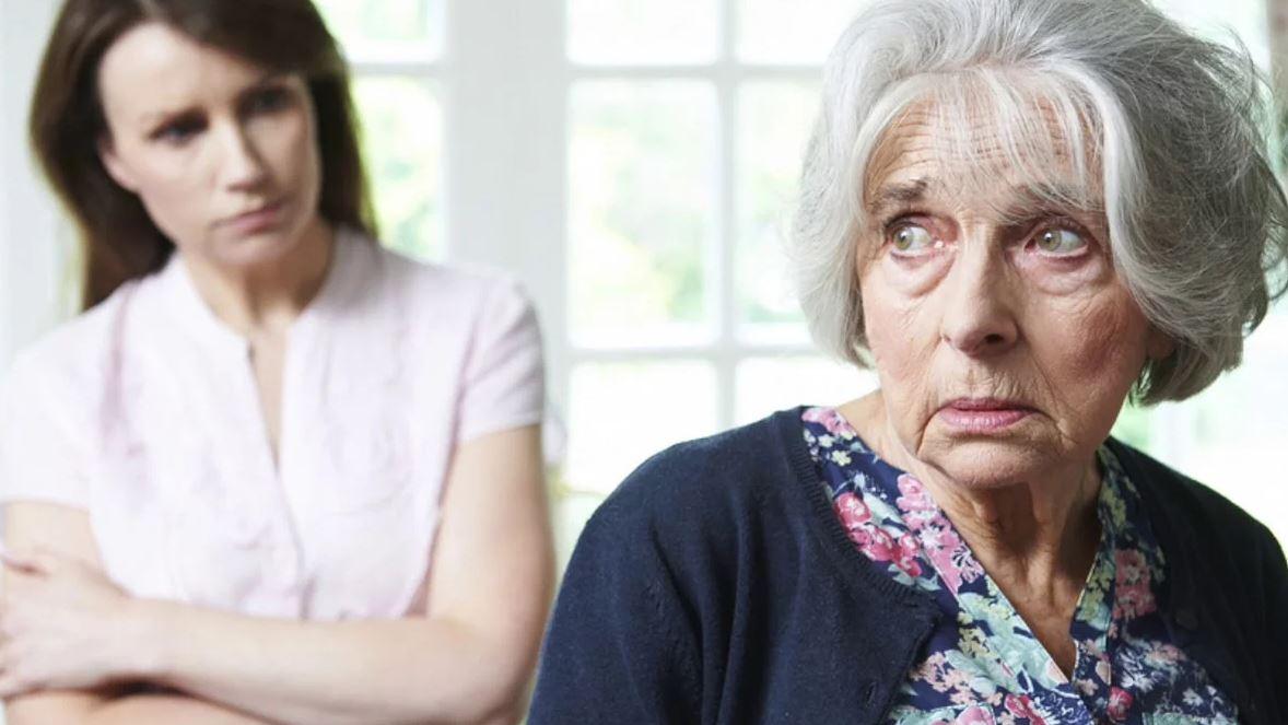 Мать-пенсионерка из последних сил платит алименты вместо сына, а бывшая невестка не стесняется забирать последние деньги