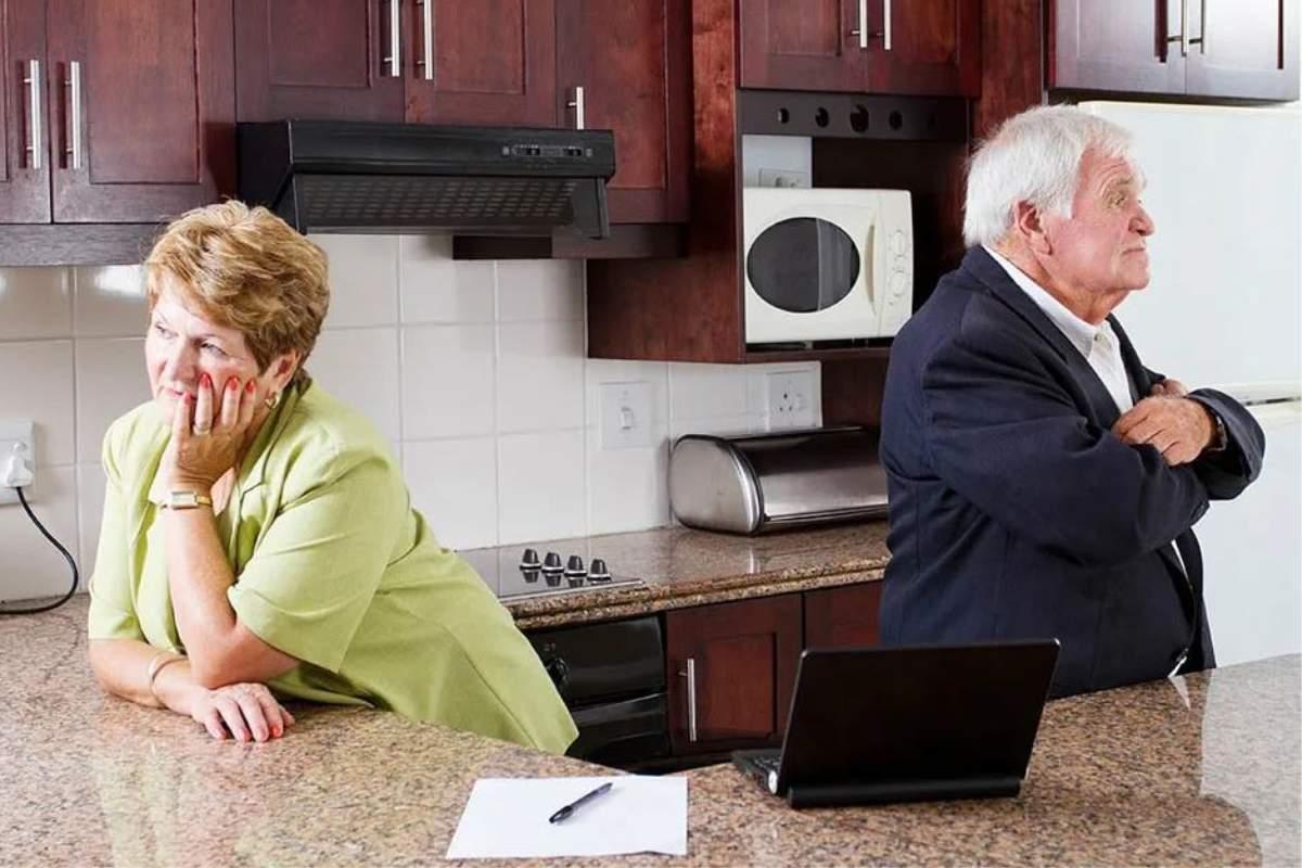 Мать всю жизнь не работала, сидела на шее отца, а в 60+ решила разводиться: «Я устала его обслуживать!»