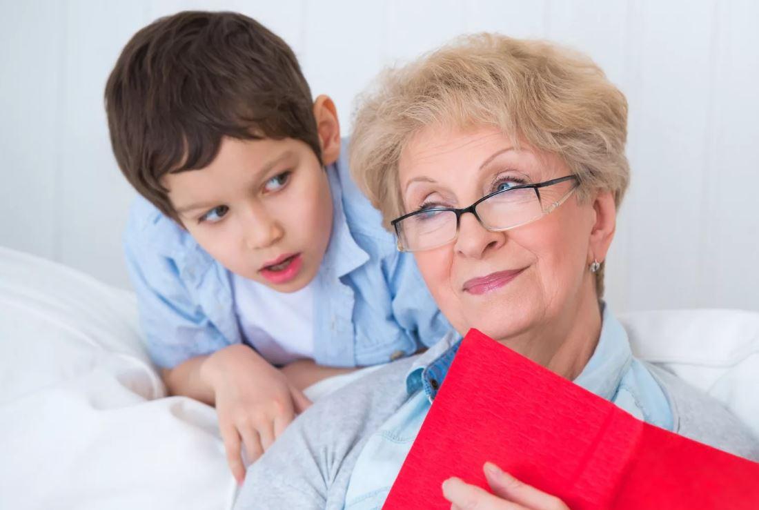 Не хочу платить бабушке за сидение с внуком: либо пусть сидит бесплатно, либо не сидит совсем