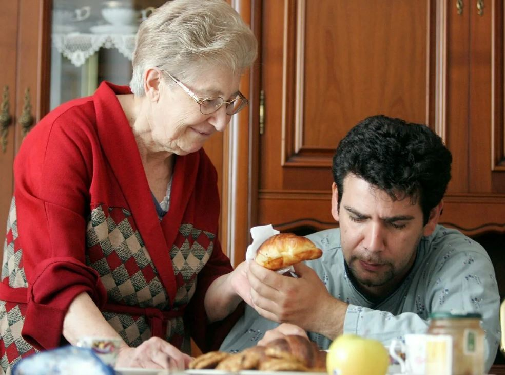 Невестка не хочет учиться нормально готовить, но обижается на мужа за то, что он заезжает перекусить к матери