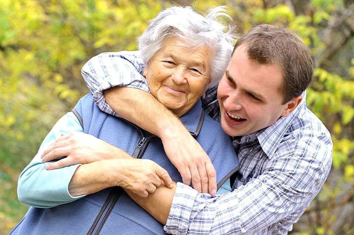 Невестку обидела, с внуком не общается, но сын ездит к ней в гости и деньги дает: «Мама – это святое»