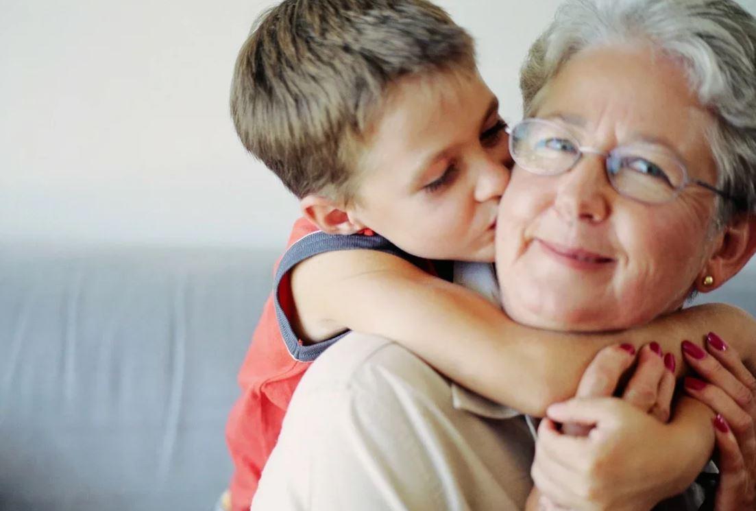 Невестка свекровь не уважает, а та бежит к ней по первому свистку – лишь бы не лишили общения с внуком