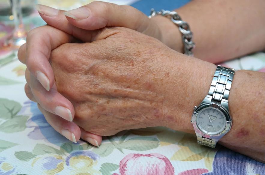 Отдавали долг с процентами много лет чужому человеку – а выяснилось, что родной матери