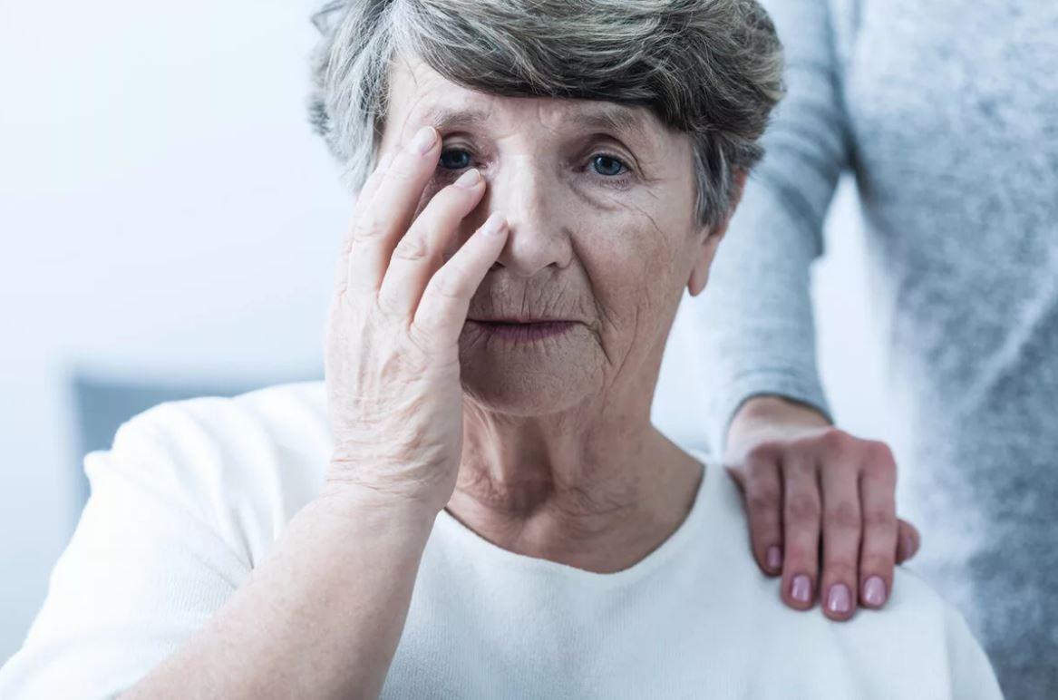 Сватья водит сына за нос, а он верит: «У мамы крошечная пенсия, надо ей помогать»