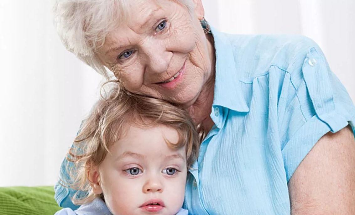 «Свекрови должно быть стыдно за то, что с ее внуком сидит старая прабабушка!..»