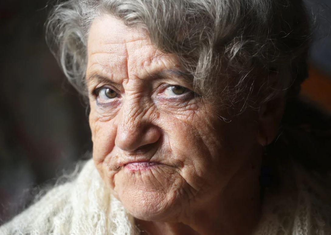 «Ты понимаешь, что это ненормально: бабка в маразме руководит твоей семьей?» — спрашивает подруга