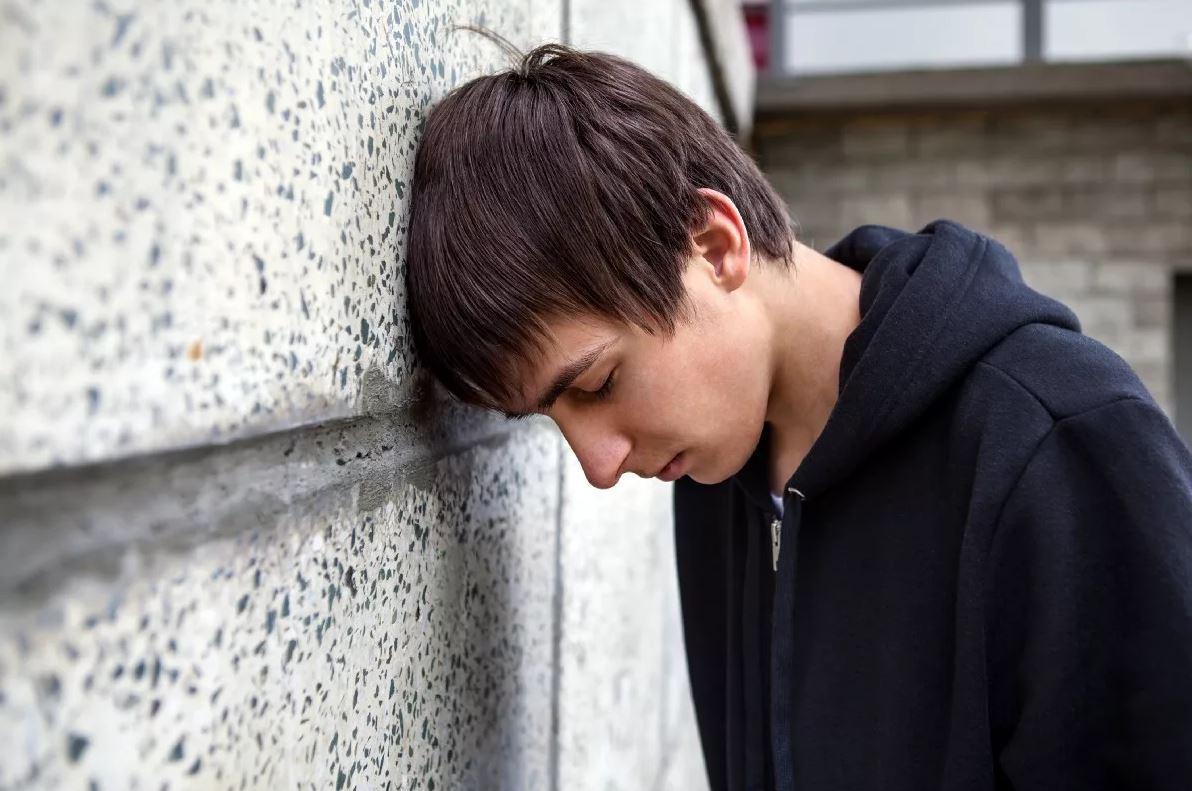 «В восемнадцать лет без родителей ты никто, не выживешь!» — говорит брату сестра