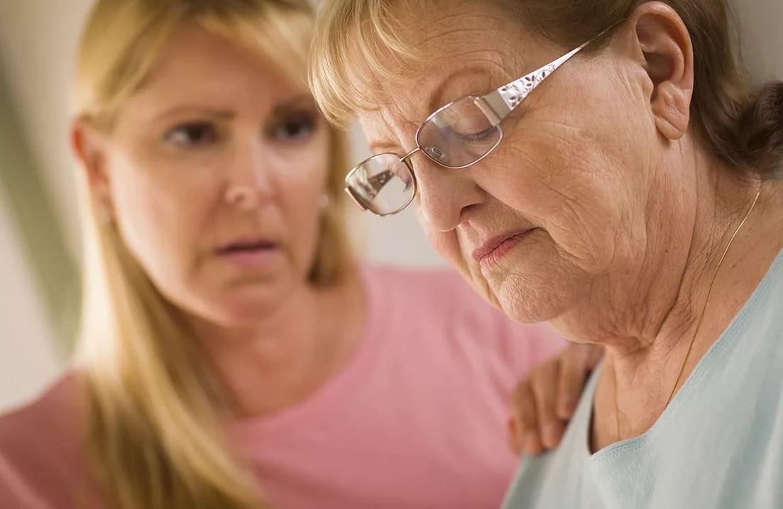 В юности сбежала от мамы с тяжелым характером. А теперь мама постарела и просит забрать ее поближе к себе: «Ты дочь, ты обязана»