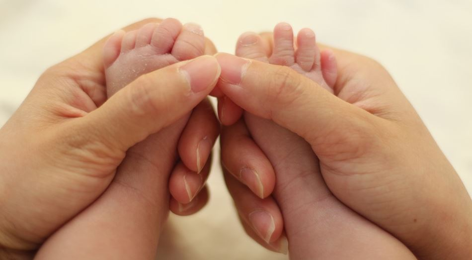 Семь месяцев ждали приглашения от невестки посмотреть на новорожденного внука – не дождались: «Вломились без звонка»