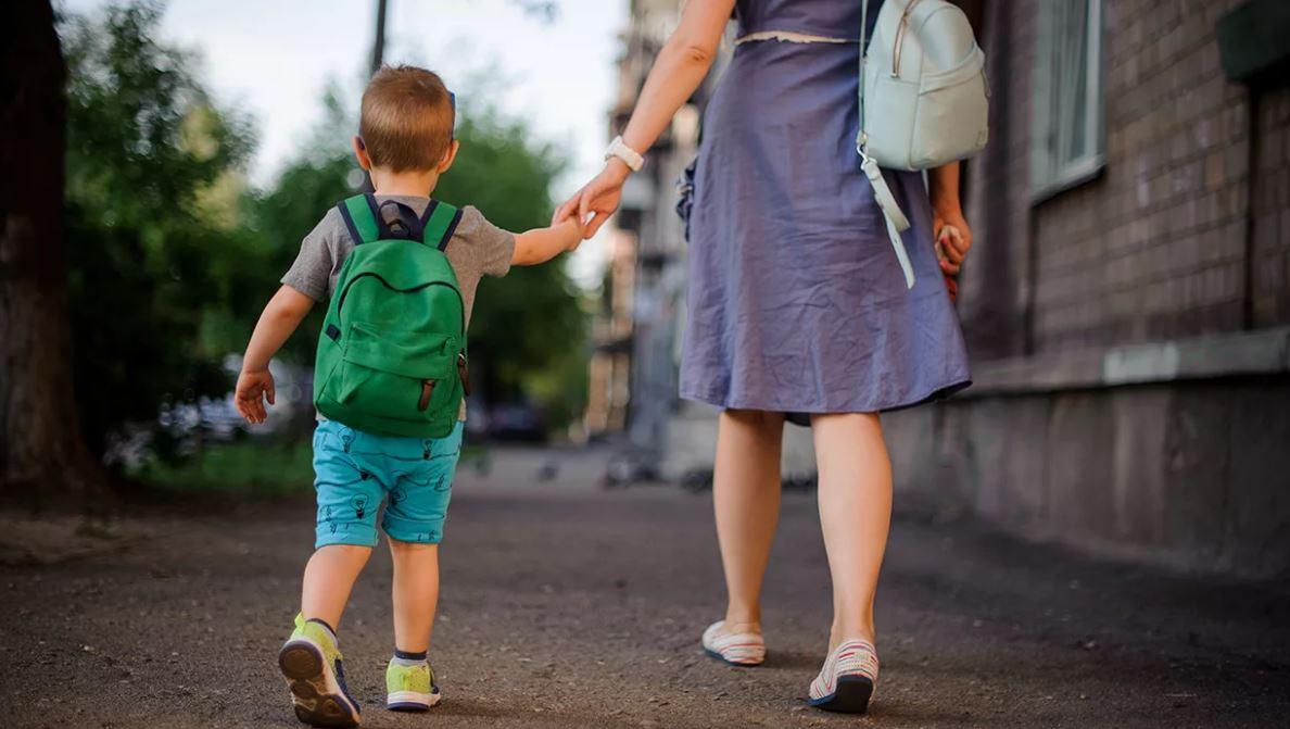 «Здравствуйте, Ирина Васильевна! – шагнула к ней незнакомка с мальчиком. – Я Ольга, а вот это – Рома, ваш внук!»