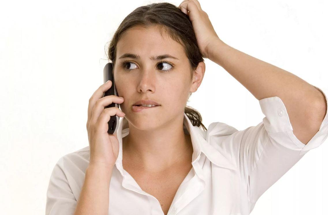 Звонит и требует, чтобы мать не помогала сестре, а сестра отстала от матери со своими детьми. А ее-то какое дело?