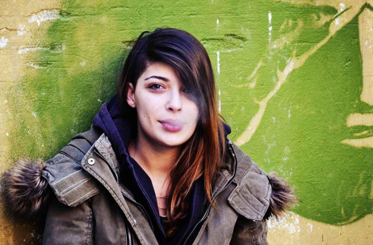 Курить вместе с дочерью-подростком?
