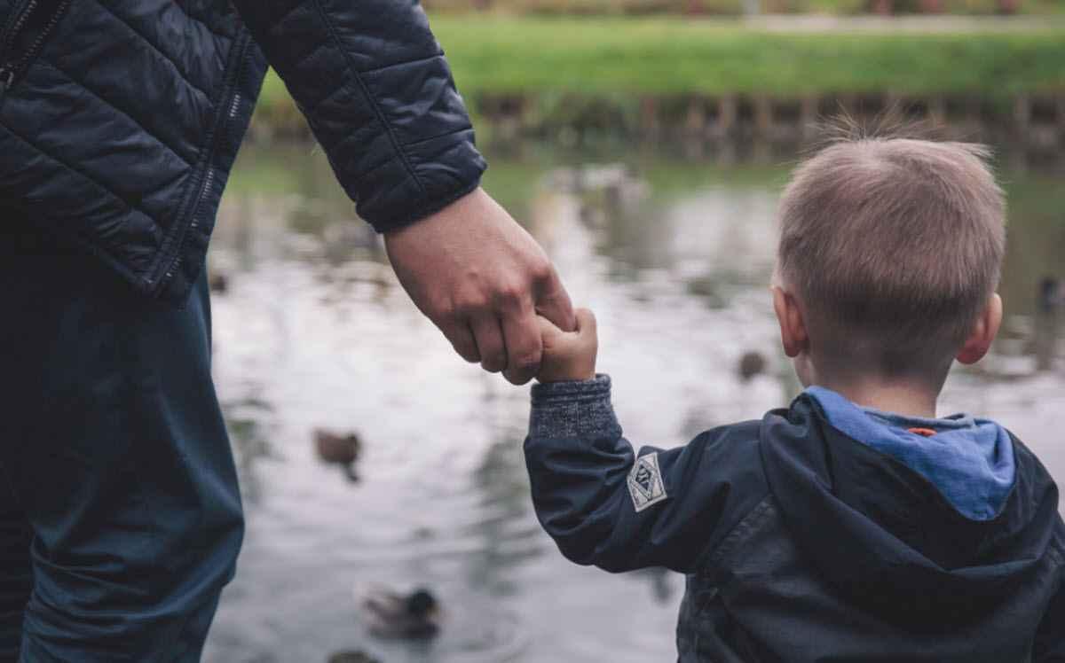 «Мой брат растит не своего ребенка, но об этом не знает...»