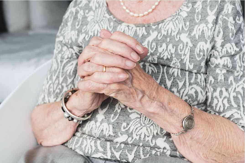 Свекровь с копеечной пенсией собралась разводиться с мужем: